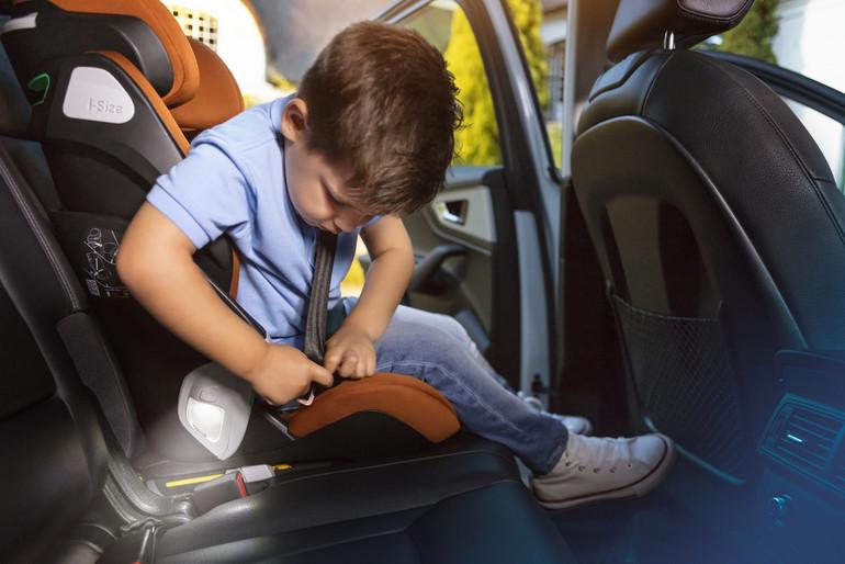 Come scegliere il seggiolino auto | Fasce di età, peso e altezza